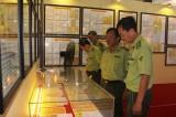 """""""越南黄沙与长沙——历史证据和法律依据""""地图和资料展:吸引广大人民群众前来参观"""