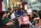 Phường Phú Cường, TP.Thủ Dầu Một: Thăm và tặng quà cho các gia đình chính sách trên địa bàn