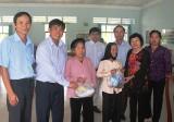 Ban liên lạc quân dân y chiến khu Đ: Khám bệnh, tặng quà cho gia đình chính sách, hộ nghèo