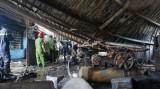 Hàng trăm mét vuông nhà xưởng bị thiêu rụi