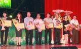 HDBank Bình Dương trao tặng học bổng cho các em học sinh nghèo vượt khó