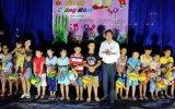 Phường Khánh Bình trao quà cho trẻ em có hoàn cảnh khó khăn