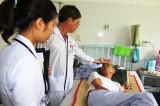 Bác sĩ rời bệnh viện công: Nỗi lòng biết tỏ cùng ai!