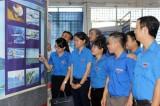 """""""黄沙长沙归属越南——历史和法理证据""""地图和资料展在平阳省顺安市文化中心举行"""