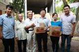 Ông  bà Huỳnh Văn Ráng: Ủng hộ quà cho bà con miền Trung