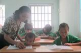 """Tình thương ở lớp học """"xóm Việt kiều"""""""
