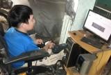 Chàng thanh niên khuyết tật có nghị lực phi thường