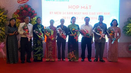 Họp mặt kỷ niệm 34 năm Ngày Nhà giáo Việt Nam