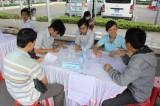 Sinh viên tìm việc làm thời vụ cuối năm