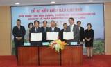 省人民委员会与Kyungsung大学、Sunghyun Vina股份公司联合签署人力资源发展合作备忘录