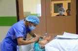 胡志明市眼科医院为300名老挝贫困白内障患者免费实施复明手术