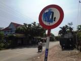 Cần xử lý nghiêm việc phá hoại, bôi bẩn biển báo giao thông ở Phú Giáo