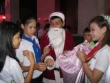 Công nhân lao động vui đón Giáng sinh