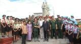 位于柬埔寨磅清扬省的越柬友谊塑像和独立纪念碑修缮工程项目竣工仪式
