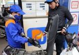 Tăng giá dầu, dừng trích quỹ bình ổn để giữ giá xăng