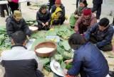 Gói hàng ngàn bánh chưng tặng người khó khăn đón Tết Đinh Dậu