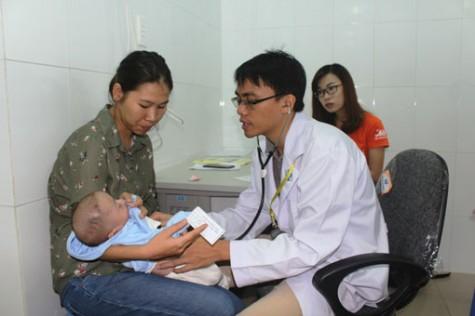Khoảng 2.000 trẻ em được khám sàng lọc bệnh tim bẩm sinh