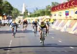 Kết quả chặng 2, giải xe đạp toàn quốc tranh cúp THBT- ONHS 2017: Lê Nguyệt Minh đoạt Áo vàng lẫn Áo xanh