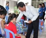 动员许多资源来为政策家庭、贫户照顾春节