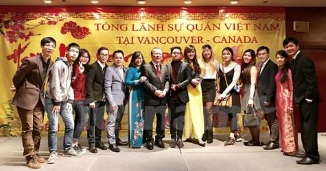 Cộng đồng người Việt ở miền Tây Canada tưng bừng đón Xuân