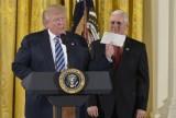 Ông Trump xúc động vì lá thư