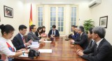 越南政府副总理武德儋会见日本《朝日新闻报》社社长渡边政隆