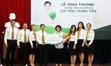 """Vietcombank Bình Dương trao giải thưởng """"Gửi tiền trúng tiền"""" cho khách hàng tại Bình Dương"""