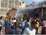 Công nhân lao động vui mùa lễ hội