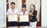 UBND TP Thủ Dầu Một: Khen thưởng đột xuất hai học sinh tham gia bắt trộm