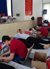 宜安市共350名干部、团员、红十字协会会员参加献血运动