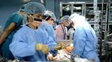 阮春福总理对越南成功实施首例活体肺移植手术给予表彰