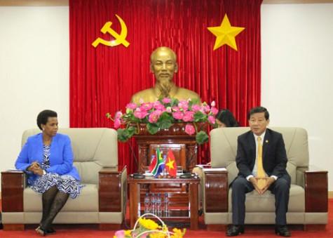 平阳省领导会见南非驻越大使