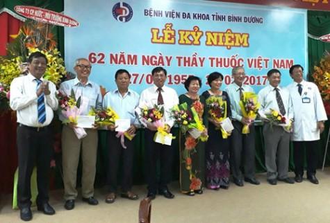 省综合医院隆重举行越南医师节62周年纪念仪式