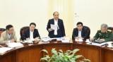 越南政府总理阮春福主持有关克服战争残留爆炸物和橙毒剂后果的会议