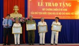 平阳省公安厅342名个人荣获光荣战士勋章