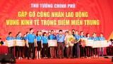 阮春福总理同中部重点经济区逾2000名员工进行对话