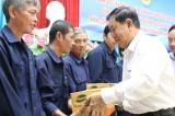 Liên đoàn Lao động tỉnh: Tặng quà cho công nhân có hoàn cảnh khó khăn