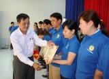 槟吉市工业区工会向50个人、集体颁奖
