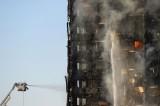 英国伦敦高层住宅突发大火 已造成至少30人受伤