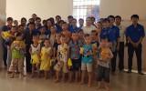 Khối liên quân Đoàn khối Doanh nghiệp tỉnh: Tổ chức tặng quà cho trẻ em có hoàn cảnh khó khăn
