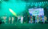 """Sơn Tùng M-TP nhận quà đầy bất ngờ trên sân khấu """"Mùa hè không độ"""""""