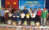 Hội Chữ thập đỏ tỉnh: Trao tặng 200 phần quà cho người nghèo xã đảo Lại Sơn