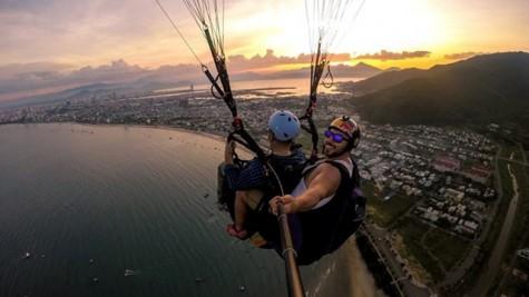 越南岘港滑翔伞公开赛在岘港开幕