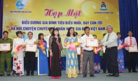 80 outstanding families in bringing up children honored