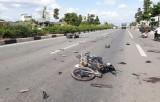 Xe phân khối lớn tông xe máy chạy ngược chiều, 5 người thương vong