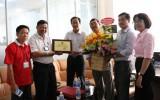 Liên đoàn Lao động TX Thuận An tặng giấy khen chúc mừng 40 doanh nghiệp tiêu biểu