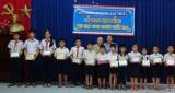 Hội LHPN phường Lái Thiêu, Tx.Thuận An:  Trao 60 suất học bổng cho học sinh nghèo hiếu học