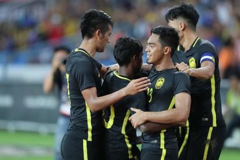 U-22 Malaysia lội ngược dòng đá bại Singapore