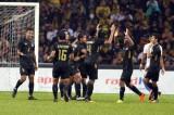 Cánh tay thủ môn Malaysia đưa Thái Lan lên ngôi vô địch