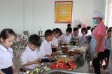 Quan tâm bữa ăn an toàn trong trường học